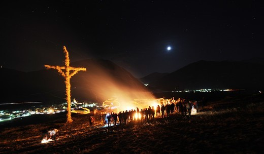 Stock Photo: 4449-59060 South Tyrol custom, flaming disc launching, Vinschgau, Alto Adige, South Tyrol, Italy