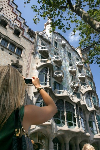 Stock Photo: 4449-62258 Tourist shot Gaudi's Casa Batllo, Passeig de Gracia, Barcelona, Catalonia, Spain