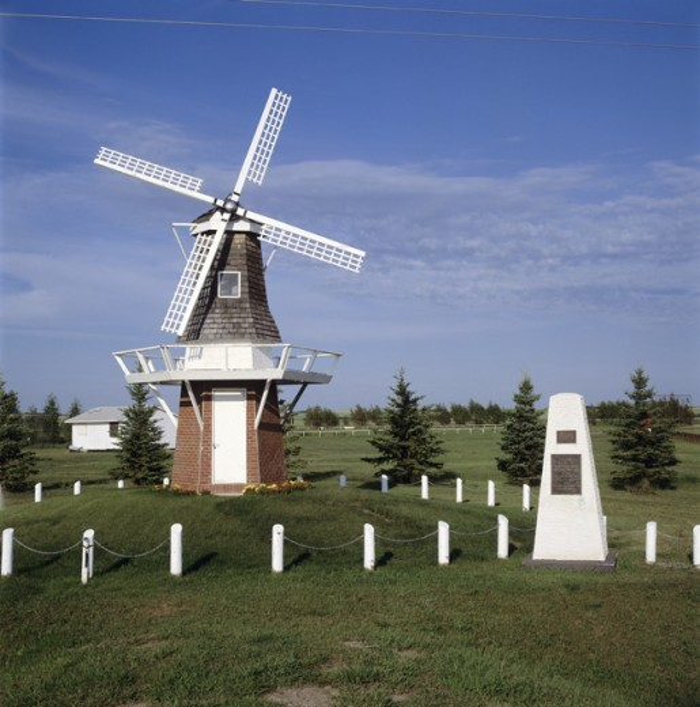 Stock Photo: 464-1024 A wind mill, Saskatchewan, Canada