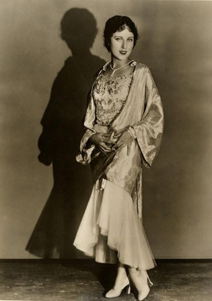 Stock Photo: 486-1189 Studio portrait of elegant woman