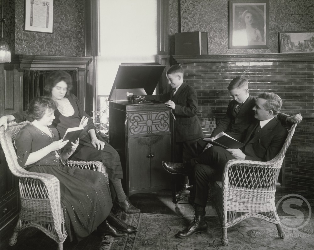 Stock Photo: 486-601 Parents reading books with their two sons and a daughter, 1921