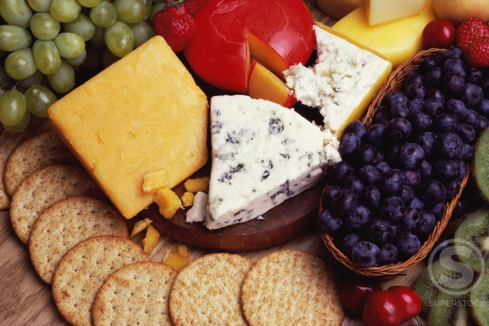 Stock Photo: 58-331 Close-up of assorted cheese and crackers
