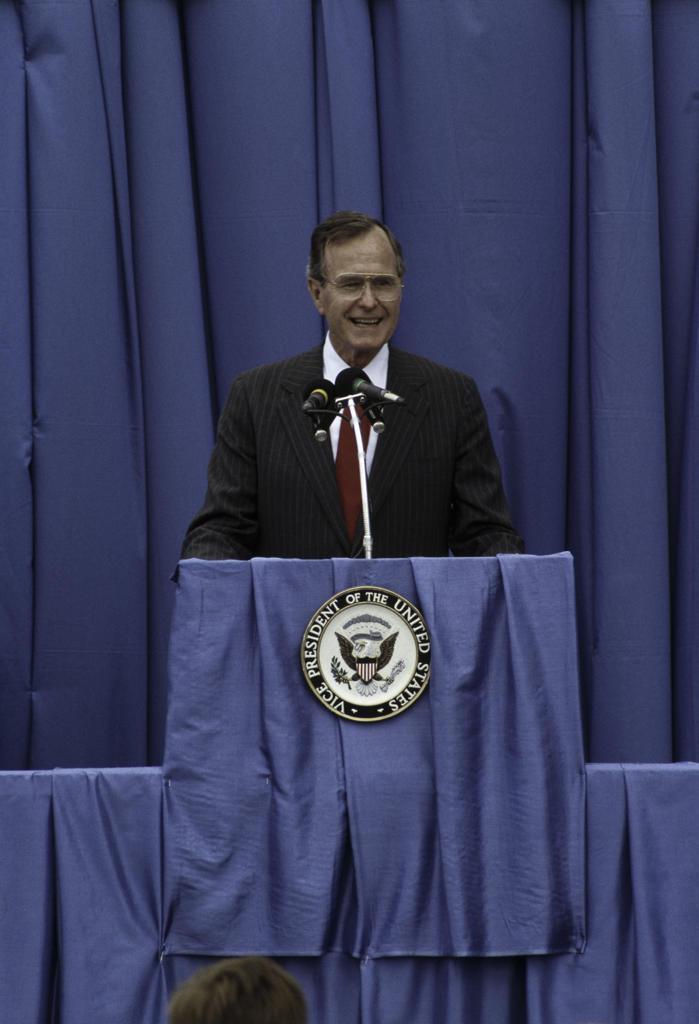 Stock Photo: 608-W1672B Vice President George Bush, Charlotte, North Carolina, USA, Circa 1987