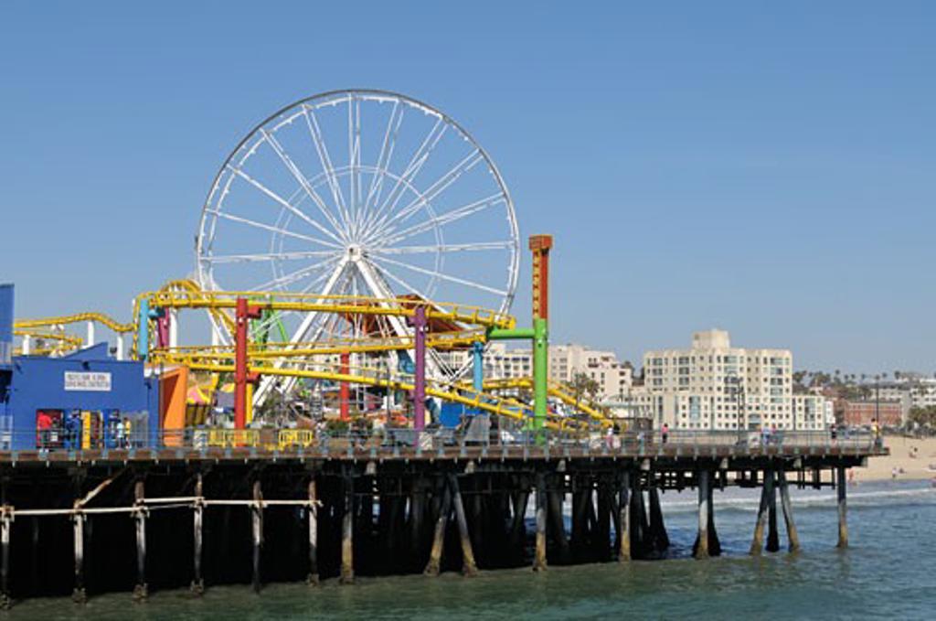 Stock Photo: 618-148 Ferris wheel in an amusement park, Santa Monica Pier, Santa Monica, California, USA