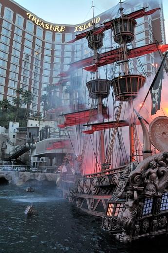 Stock Photo: 618-172 Tall ship in front of a hotel, Treasure Island Hotel and Casino, Las Vegas, Nevada, USA