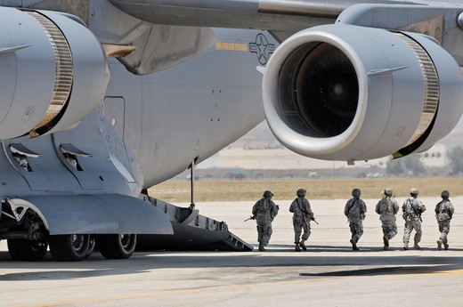 US soldiers disembarking from a C-17 Globemaster III during a cargo drop demonstration at the 2012 March Field Airfest in Riverside, California, USA : Stock Photo