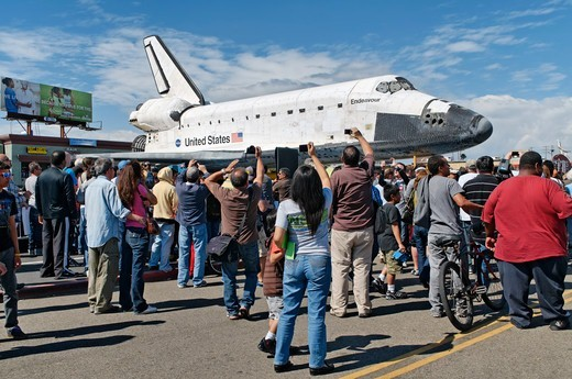 Stock Photo: 618-560 USA, California, Los Angeles, Space shuttle Endeavour being towed