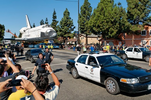 Stock Photo: 618-568 USA, California, Los Angeles, Space shuttle Endeavour being towed