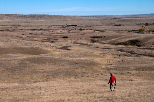 Stock Photo: 647-2123 Man hiking in a desert, Grasslands National Park, Saskatchewan, Canada