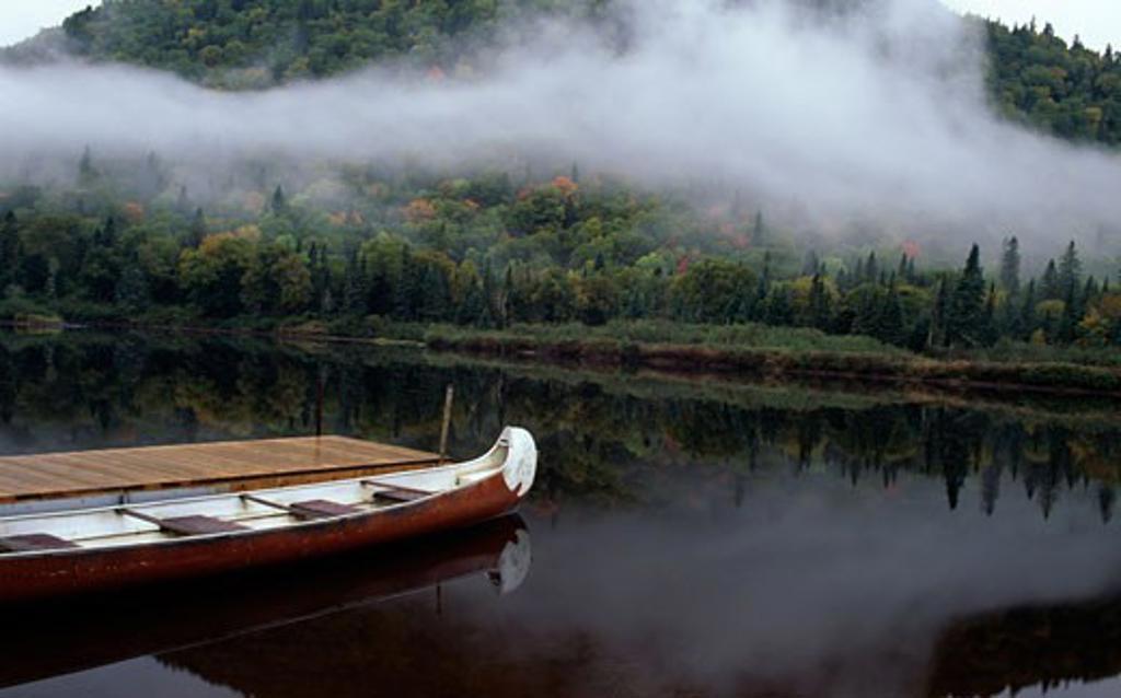 Stock Photo: 655-1031 Boat moored at a pier, Jacques-Cartier River, Jacques-Cartier Provincial Park, Quebec, Canada