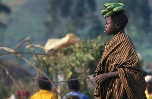 REFUGEE. Photo essay for press only. Rwandan woman in a refugee camp in Goma, Rwanda. NGO. Zaire, 1994. : Stock Photo
