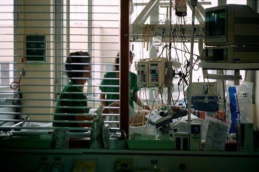 NURSE, RESUSCITATION. NURSE, RESUSCITATION Photo essay from hospital. Intensive care. : Stock Photo