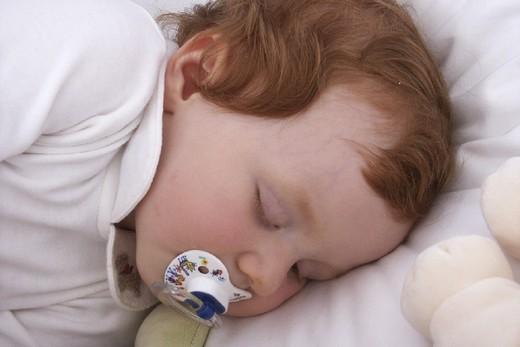 Stock Photo: 824-103952 INFANT SLEEPING. INFANT SLEEPING Model.
