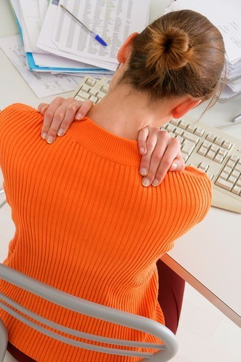 Stock Photo: 824-106689 UPPER BACK PAIN IN A WOMAN. UPPER BACK PAIN IN A WOMAN Model.