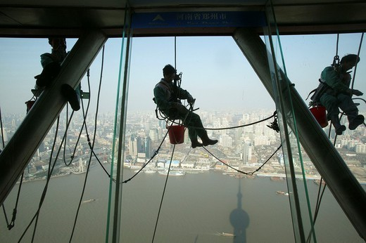 CHINA. CHINA Window washer on the Pearl of the Orient. : Stock Photo