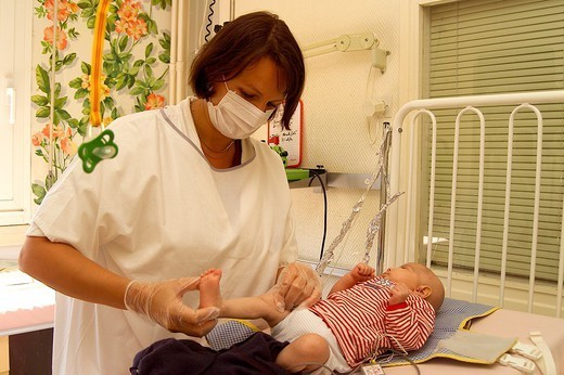 ASEPSIS. ASEPSIS Photo essay. Necker Hospital for Children in Paris, France. Sterile room. Baby suffering from immune deficiencies. : Stock Photo