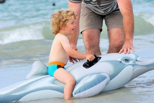 Stock Photo: 824-107177 CHILD AT THE SEASIDE. Model. 2_year_old boy.