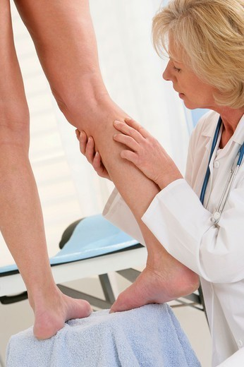 Stock Photo: 824-107519 LEG, SYMPTOMATOLOGY IN ELDERLY.P. LEG  SYMPTOMATOLOGY IN ELDERLY P Models.