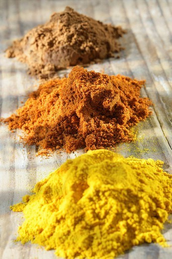 Stock Photo: 824-110501 SPICE. SPICE From the back to the front : cinnamon, hot pepper and turmeric.