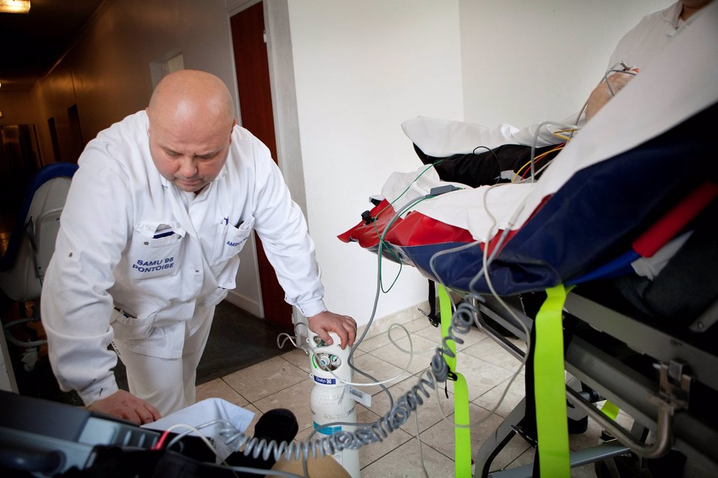 Stock Photo: 824-113390 EMERGENCY ACTION. Photo essay with an Emergency Medical Service team of Pontoise hospital France. Intervention for a man in respiratory distress syndrome.