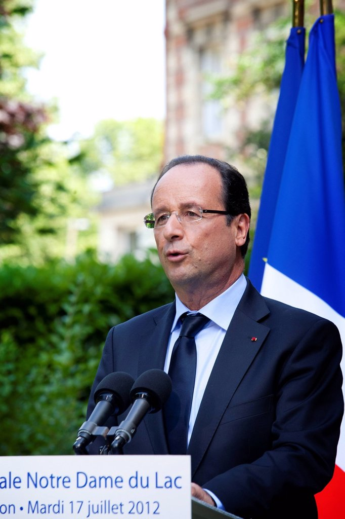 Stock Photo: 824-114975 FRANCOIS HOLLANDE. François Hollande, President of France, launches debate on end of life during a visit of the nursing home Notre Dame du Lac in Rueil_Malmaison.
