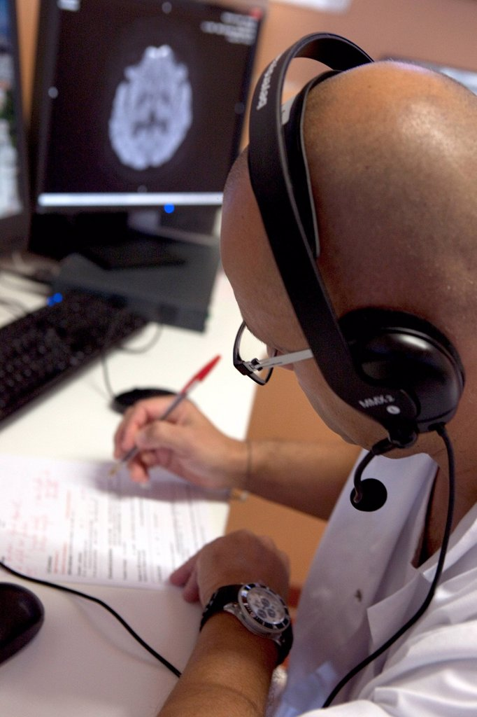 Stock Photo: 824-116504 HEALTH TELEMATICS. Tele_consultation between the neurology department in Besançon hospital, France and A&E in Dole hospital, France. Dole hospital doesn´t have a neurology department which makes detecting a CVA a difficult task. Telemedicine allows A&E doctors at Dole Hospital to obtain an immediate diagnosis by a neurologist in Besançon hospital. This system allows doctors to exchange medical imagery and the patient´s file.