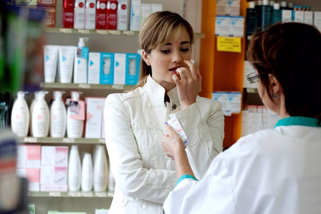 Stock Photo: 824-116710 NON_PRESCRIPTION DRUG STORE