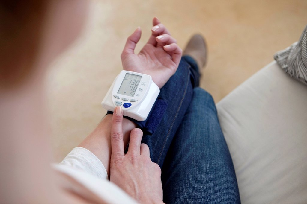 Stock Photo: 824-119264 BLOOD PRESSURE, WOMAN