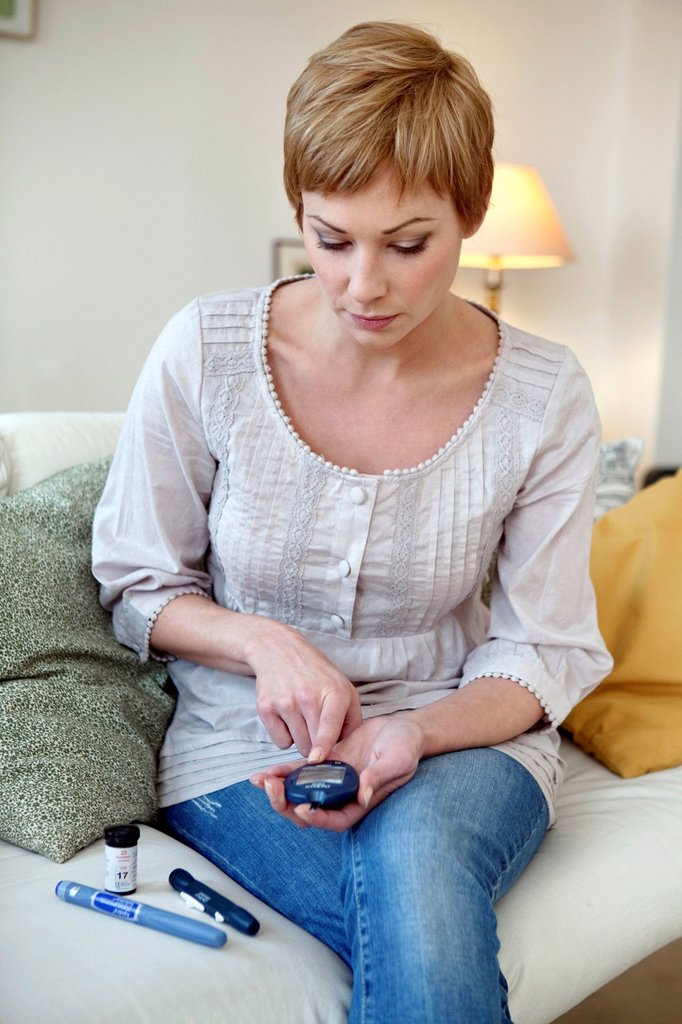 Stock Photo: 824-119273 TEST FOR DIABETES, WOMAN