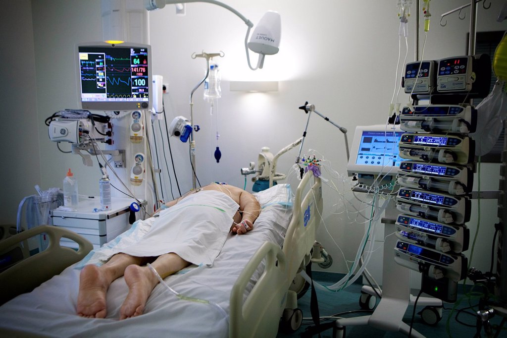 Reportage in Robert Ballanger hospital's Intensive Care Unit in France. A patient is placed on their stomach to help breathing. : Stock Photo