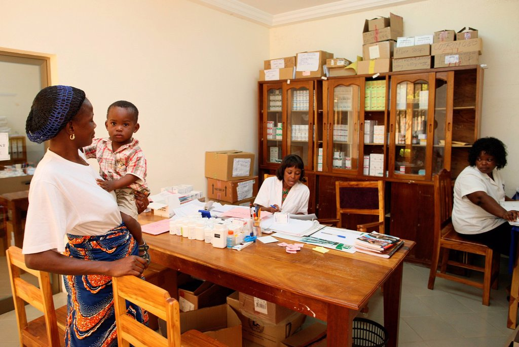 AIDS, AFRICA. Photo essay in Lomé, Togo. Medical center for HIV patients. Drug distribution. : Stock Photo