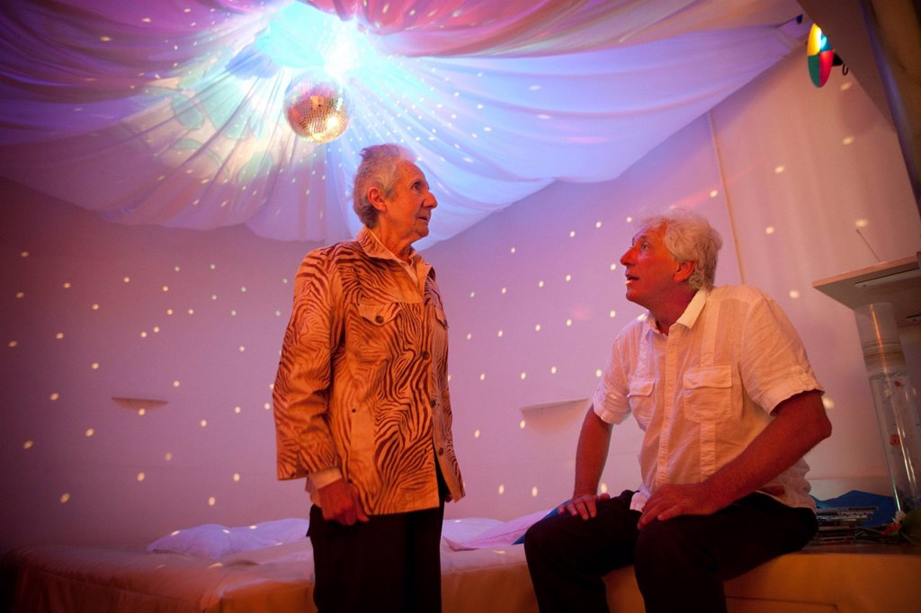 Stock Photo: 824-13437 SNOEZELEN & ALZHEIMER. Reportage in a snoezelen room in Liège. Mony, 85, who has Alzheimer´s disease, moves around in this multi_sensory environment, which is both soothing and stimulating, with Marc Thiry, a physiotherapist specialising in psychomotor education. Professor Thiry has been following Mony since her disease was diagnosed 5 years ago. By stimulating the senses, these rooms allow people with Alzheimer´s, who, despite their disease, maintain a sensorial memory, to lower their anxiety l