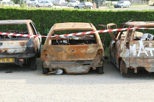 VANDALISM. Burnt cars in the suburbs. : Stock Photo