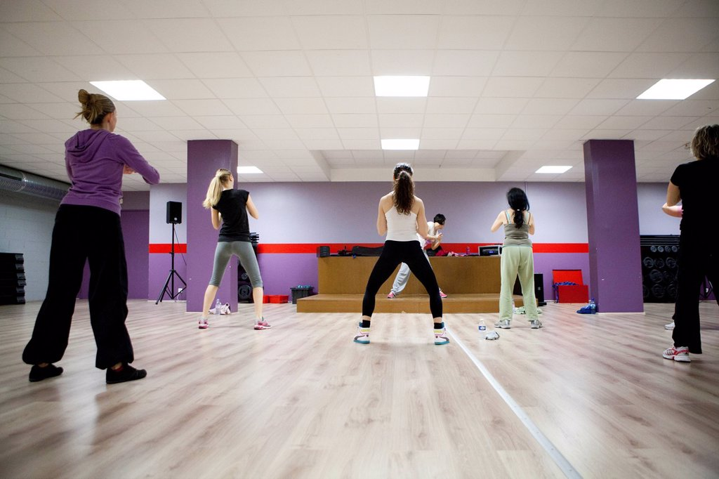 Stock Photo: 824-14715 AEROBICS. SH´BAM class in a fitness center.