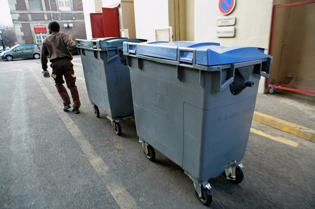 REFUSE COLLECTION. Photo essay at Rouen hospital, France. : Stock Photo