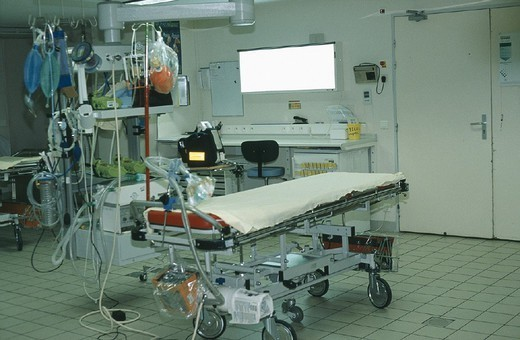 RESUSCITATION. RESUSCITATION Photo essay from hospital. Recovery room in ´La Cavale Blanche´ Hospital in Brest, in the Brittany region of France. : Stock Photo