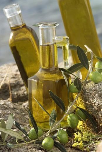 Stock Photo: 824-27298 EDIBLE OIL. EDIBLE OIL Olive oil.