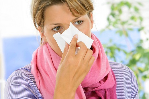 Stock Photo: 824-29974 WOMAN WITH RHINITIS. Model.
