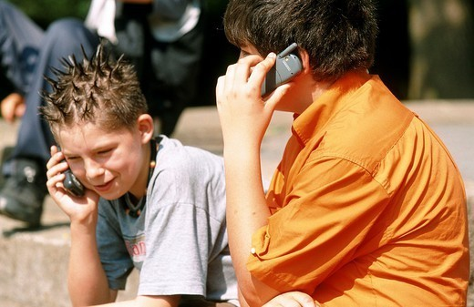 Stock Photo: 824-31029 ADOLESCENT AT TELEPHONE. ADOLESCENT AT TELEPHONE Models.