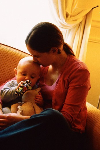 Stock Photo: 824-33404 MOTHER & INFANT. MOTHER & INFANT Models.