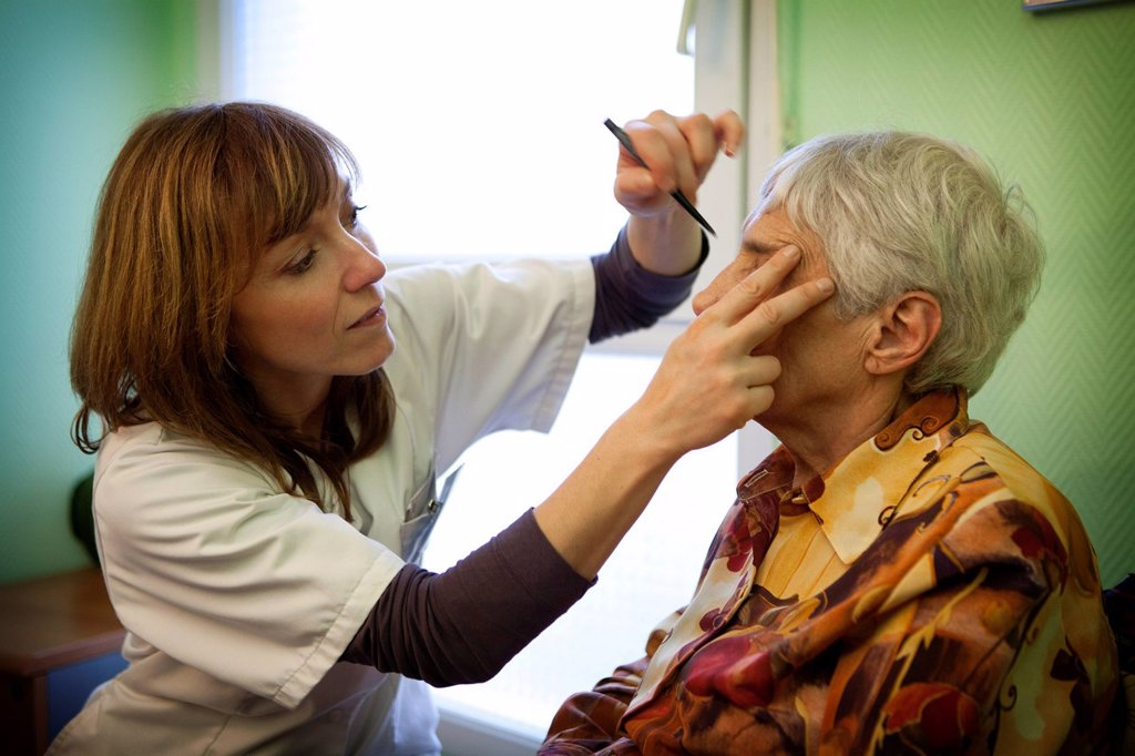 Stock Photo: 824-36978 HOSPITAL BEAUTICIAN