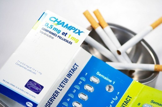 VARENICLINE. Champix active molecule : Varenicline is a drug recommended in the framework of tobacco withdrawal date of authorization of commercialization : September 2006, commercialized in France beginning of 2007. It acts as a partial agonist of nicotinic receptors. Here, conditionning of the beginning of treatment : a week of tablets of 0,5 mg of varenicline white on blue background, once then twice a day then a week of tablets of 1 mg of varenicline light blue on green background. : Stock Photo