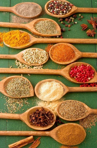 SPICE. Black pepper, exotic berries, oregano, curry, fennel seeds, paprika, red berries, herbes de Provence, ginger, cloves, caraway seeds, coriander : Stock Photo