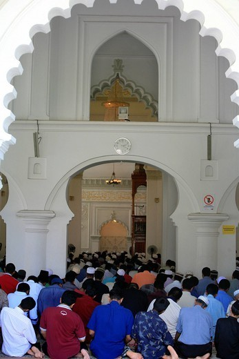 Stock Photo: 824-53304 RELIGION. Friday pray in a mosque in Malaysia.