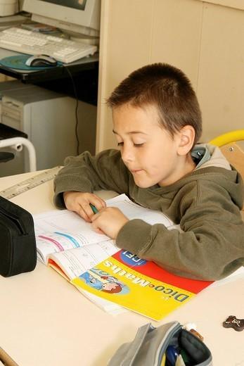 Stock Photo: 824-56613 SCHOOLCHILD. SCHOOLCHILD Primary school, mixted_grade class of 2nd and 3rd grade.