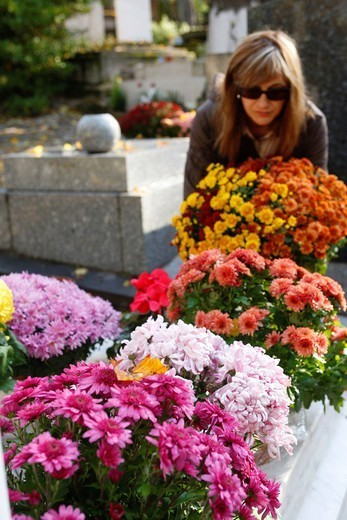 CEMETERY. All Souls day in Père Lachaise cemetery, in Paris. : Stock Photo