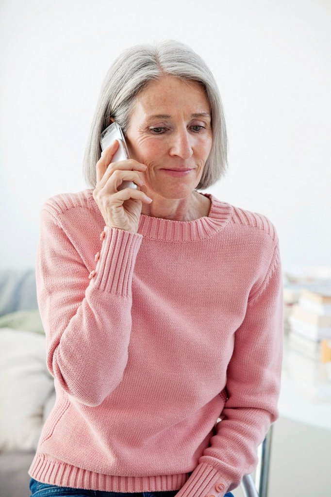Stock Photo: 824-60200 ELDERLY PERSON ON THE PHONE