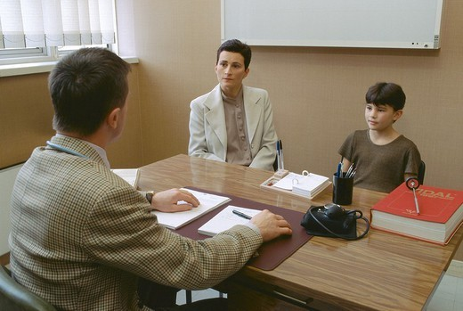 Stock Photo: 824-61516 CHILD IN CONSULTATION