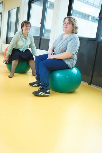 Stock Photo: 824-64808 GYMNASTICS. Photo essay at the hospital of Meaux 77, France. Department of internal medicine : Diabetology _ Endocrinology _ Hypertension. Dietetic workshop. Session of gymnastics for the patients with a Swiss ball.