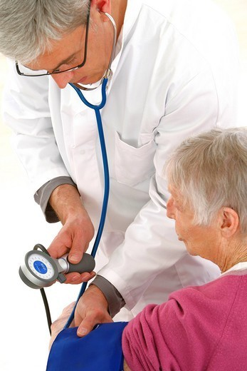 Stock Photo: 824-66349 BLOOD PRESSURE, ELDERLY PERSON. Models.